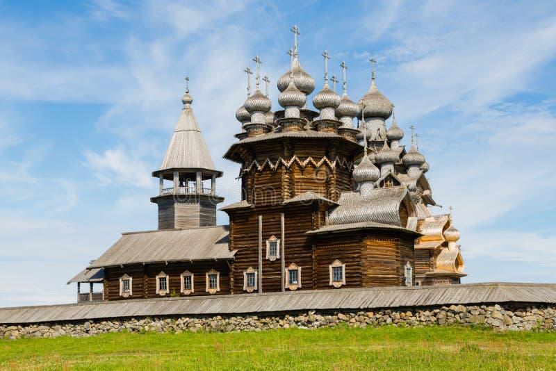 Dziejowy architektoniczny zespół na wyspie Kizhi w Russ zdjęcie stock