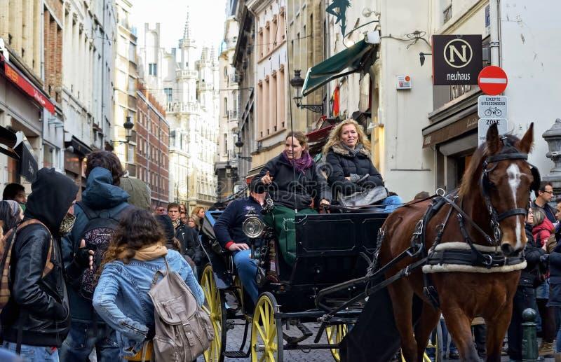 Dziejowy centrum Bruksela tłoczy się turystami zdjęcia royalty free