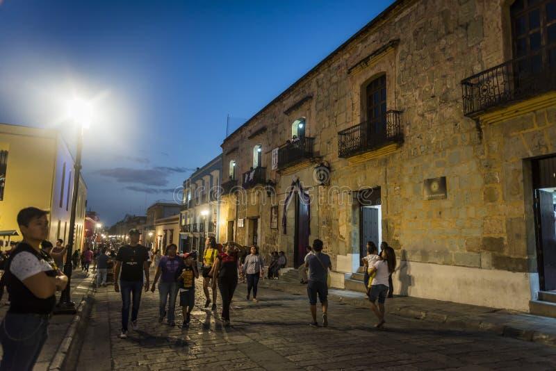 Dziejowy centrum miasta przy nocą, Oaxaca, Meksyk obrazy royalty free