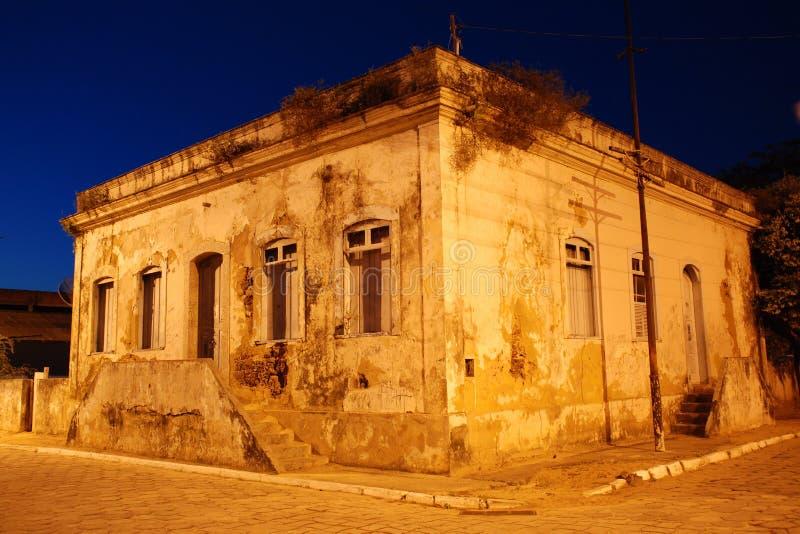 Dziejowy dom przy Brazylijską wioską rybacką zdjęcia royalty free