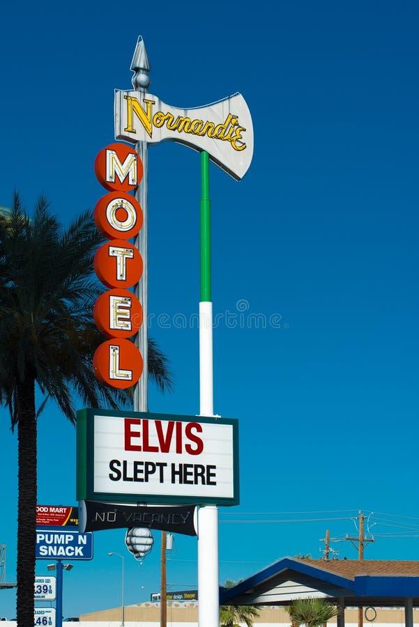 Dziejowy Elvis Śpiący Tutaj podpisuje wewnątrz Las Vegas obraz royalty free