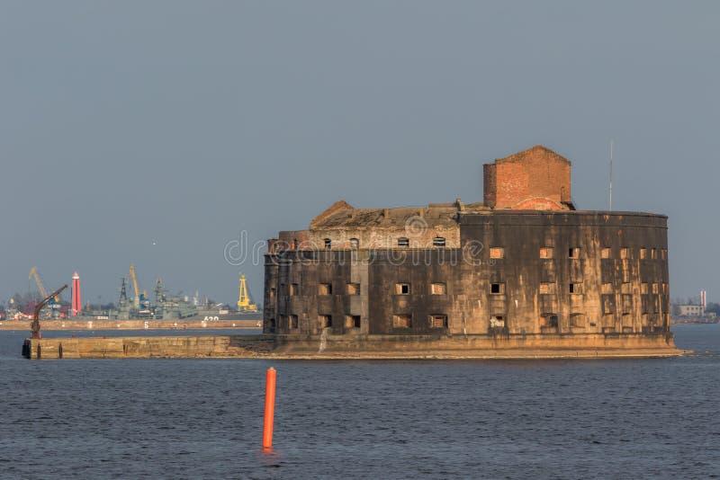 Dziejowy fort Aleksander 1 dżuma blisko południowego wybrzeża Kronstadt zdjęcia stock
