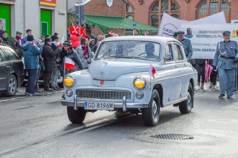 Dziejowy FSO Warszawa samochód przy Krajowym dniem niepodległości w Gdańskim w Polska Świętuje 99th rocznicę niezależność zdjęcie royalty free