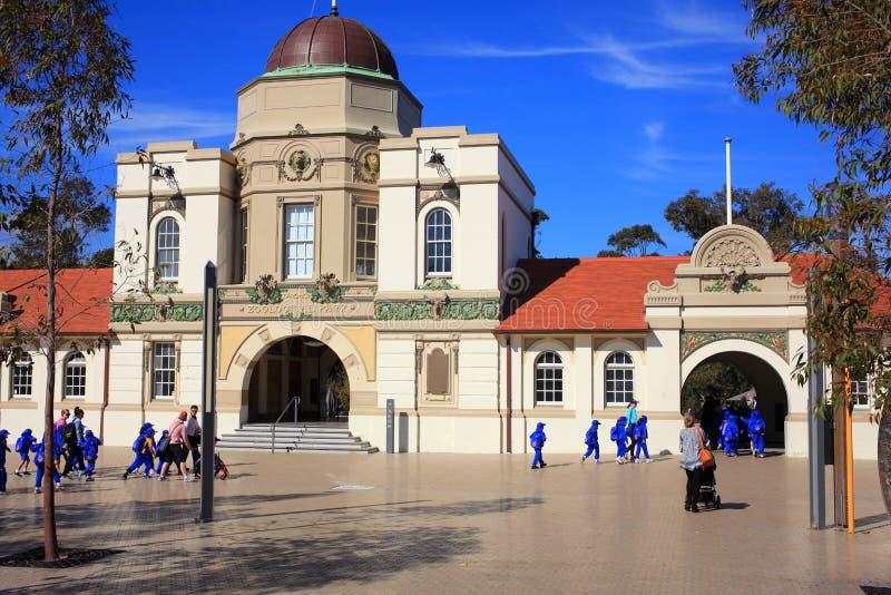 Dziejowy Głównego budynku Taronga zoo, Sydney zdjęcie stock