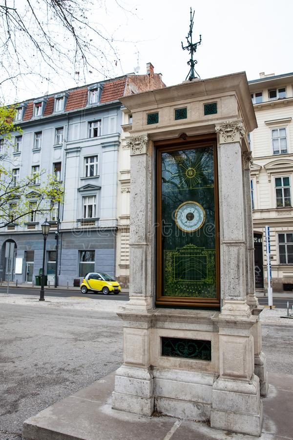 Dziejowy Meteorologiczny słup lokalizować przy Zrinjevac parkiem w Zagreb był magnetofonowymi warunek pogodowy od 1884 obraz stock