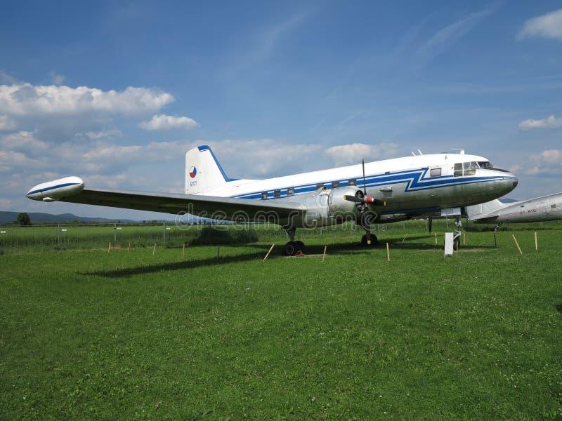 Dziejowy pasażerski samolot na samolotowym przedstawieniu obraz stock