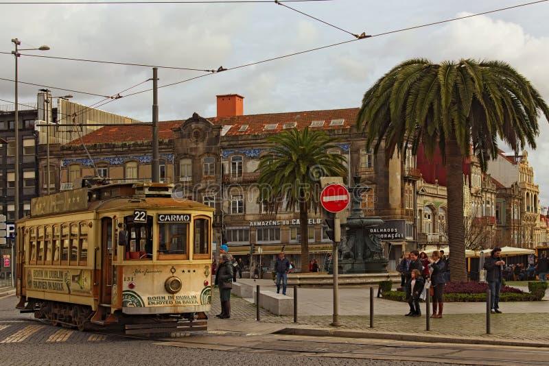 Dziejowy rocznik ulicy tramwaj Ja jest jeden symbole Porto Coś niezbędnego transport dla miejscowych i ciekawego przyciągania obrazy stock