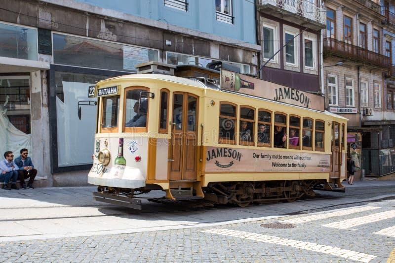 Dziejowy tramwaj w Porto, Portugalia obrazy royalty free