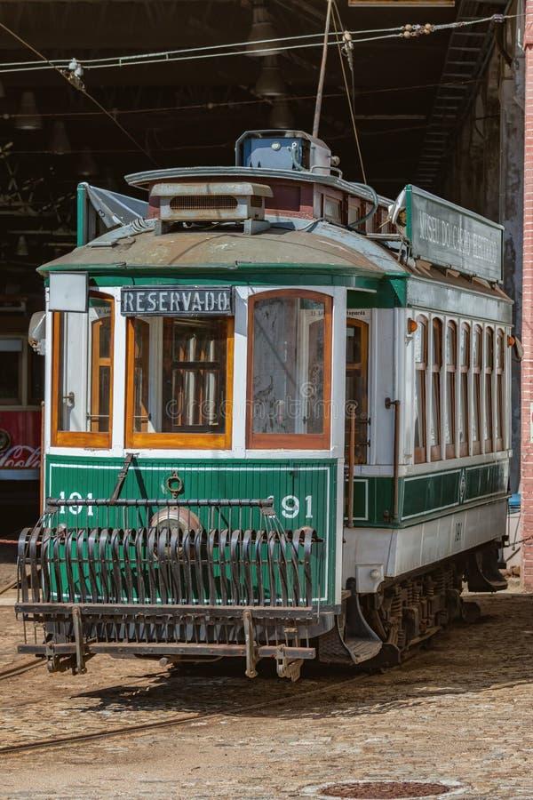 Dziejowy uliczny tramwaj w Porto, Portugalia, 23 Maj 2014 fotografia stock