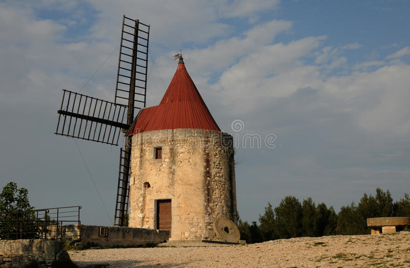 Dziejowy wiatraczek Alphonse Daudet w chrzcielnicy vieille fotografia stock