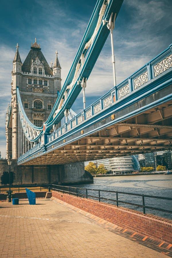 Dziejowy wierza most w Londyn obrazy royalty free