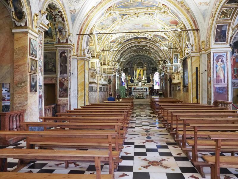 Dziejowy wnętrze Madonny Del Sasso kościół z drewnianym meble, dekoracyjny sufit w Locarno mieście przy Szwajcaria fotografia royalty free