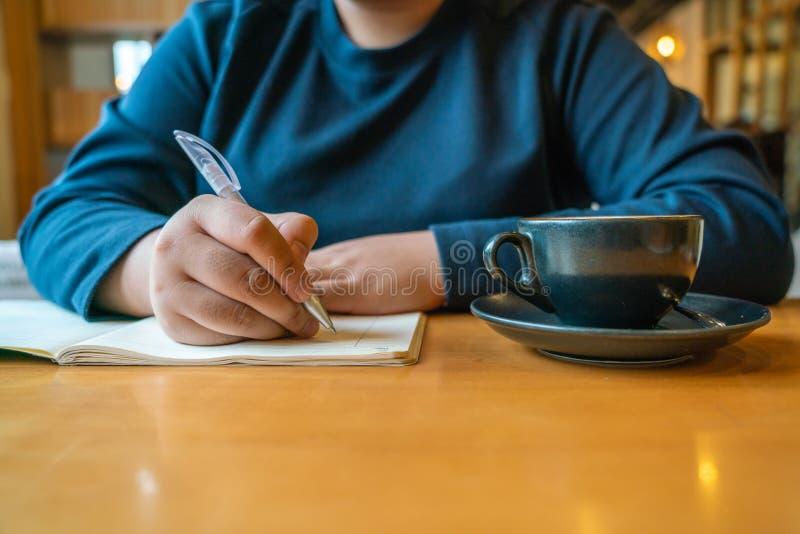 dzienniczka kobiety writing potomstwa obrazy stock