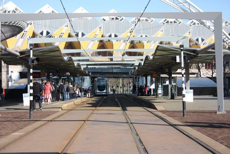 Dzienny miasto chaos w hektycznej i nowo?ytnej stacji metropolia Rotterdam ? zdjęcia royalty free