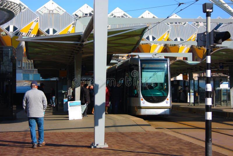 Dzienny miasto chaos w hektycznej i nowo?ytnej stacji metropolia Rotterdam ? obrazy stock