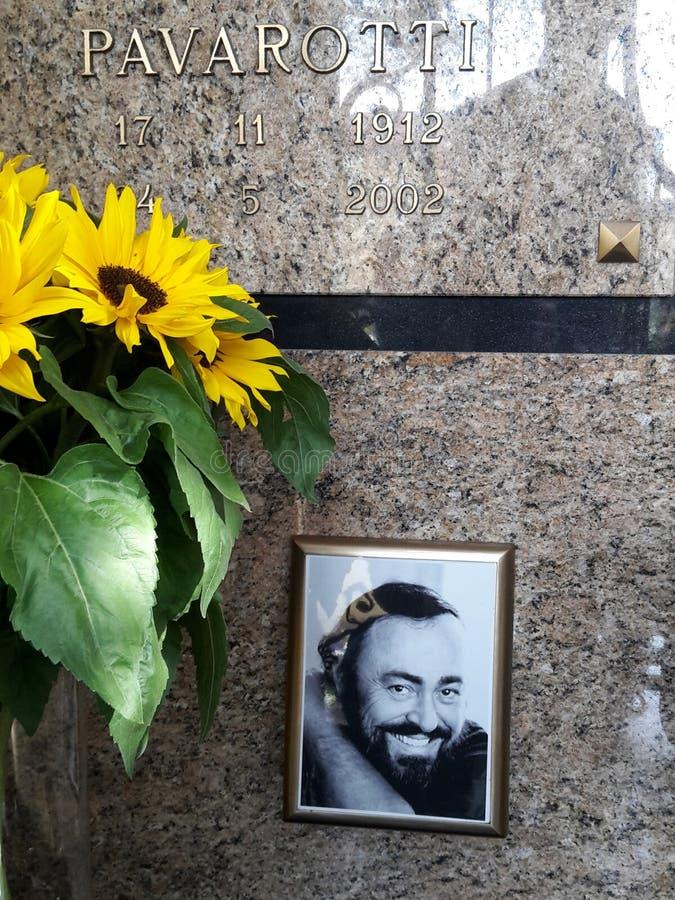 - 2017, Dziesiąty rocznica śmierć tenorowy Luciano Pavarotti rodzinny grobowiec CASTELNUOVO RANGONE MODENA, WŁOCHY, WRZESIEŃ - fotografia stock