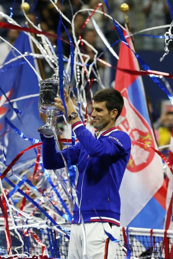 Dziesięć czasów wielkiego szlema mistrz Novak Djokovic podczas trofeum prezentaci po mężczyzna definitywnego dopasowania przy us  zdjęcie stock