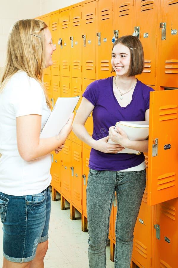 dziewczyn korytarza szkoła nastoletnia zdjęcia stock