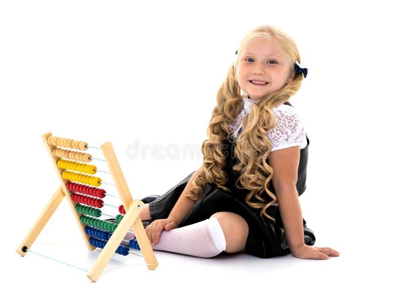Dziewczyn obliczenia na abakusie fotografia stock
