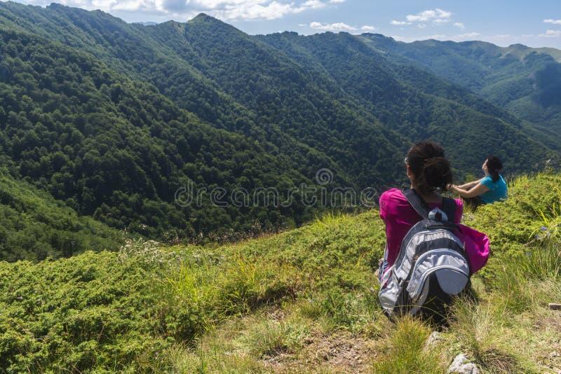 dziewczyn piękne góry Nieprawdopodobny widok Troya zdjęcie stock