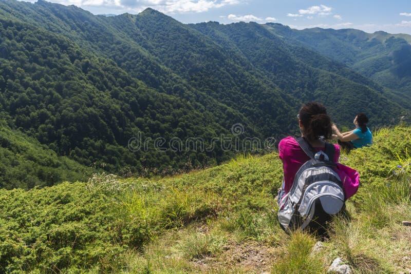 dziewczyn piękne góry Nieprawdopodobny widok Troya fotografia stock