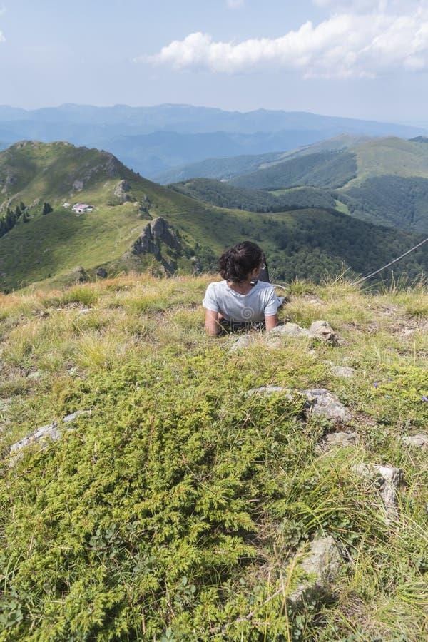 dziewczyn piękne góry Nieprawdopodobny widok Troyan Bałkański Góra zniewala z swój pięknem, świeże powietrze, se fotografia royalty free