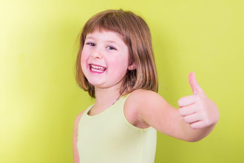 dziewczyn uśmiechnięte aprobaty obraz stock