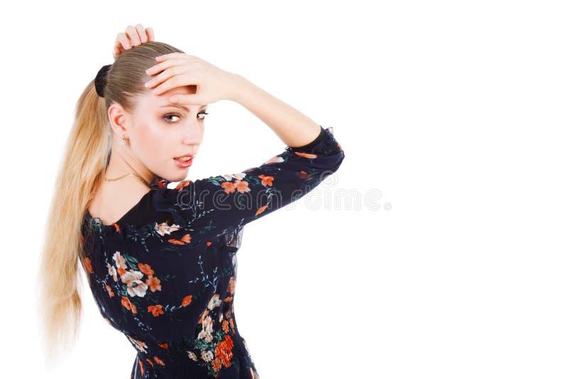 Download Dziewczyn Uroczy Piękni Blond Potomstwa Obraz Stock - Obraz złożonej z splendory, target60: 13331651
