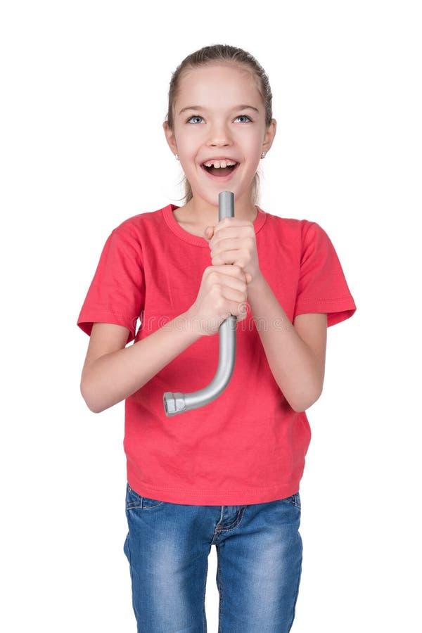 Dziewczyna śpiew w imaginacyjnego mikrofon obraz stock