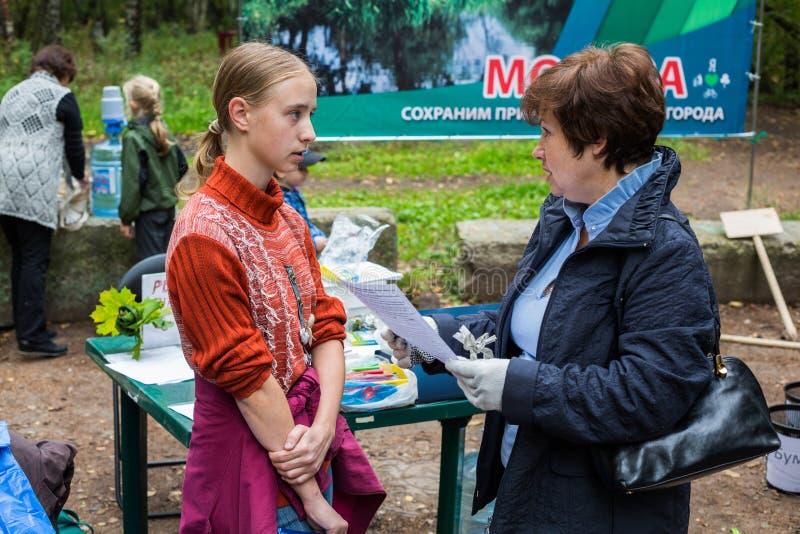 Dziewczyna aktywista natury conservancy z Alpatova Olga obraz stock