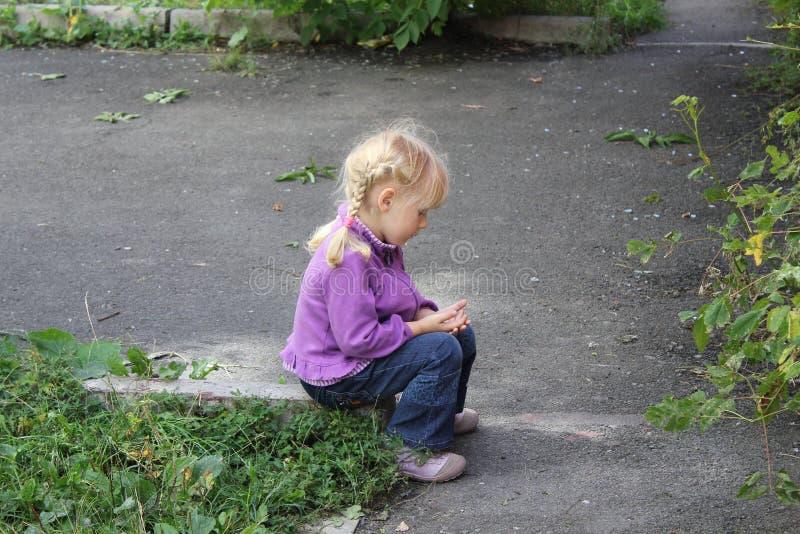 Dziewczyna bawić się outdoors 18553 obraz stock