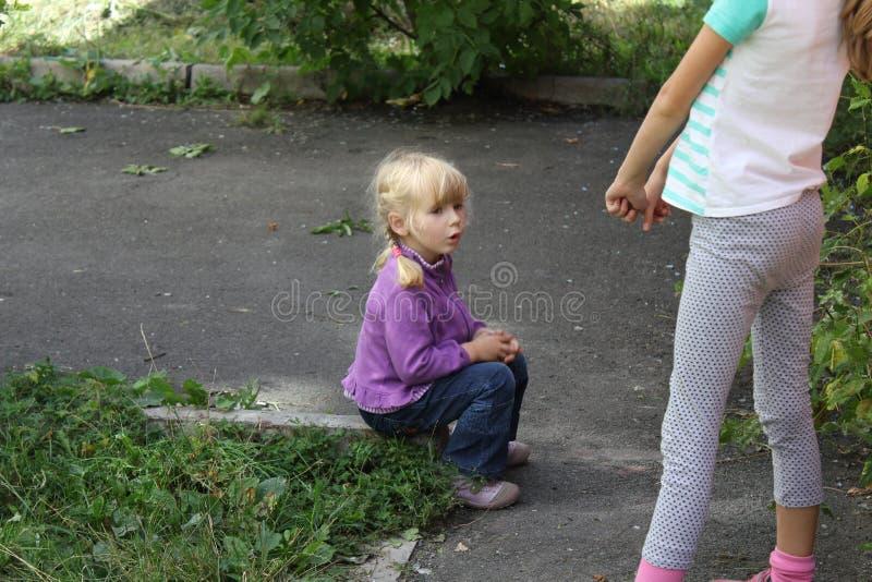 Dziewczyna bawić się outdoors 18552 fotografia stock