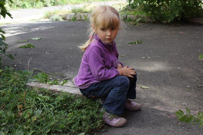 Dziewczyna bawić się outdoors 18564 fotografia stock