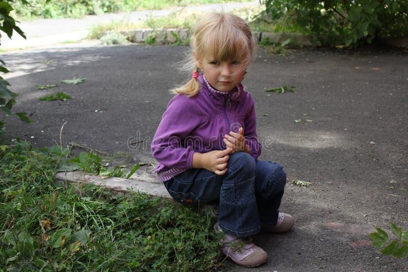 Dziewczyna bawić się outdoors 18561 obrazy royalty free