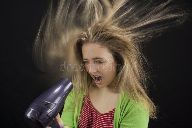 Dziewczyna cios suszy jej włosy obraz royalty free