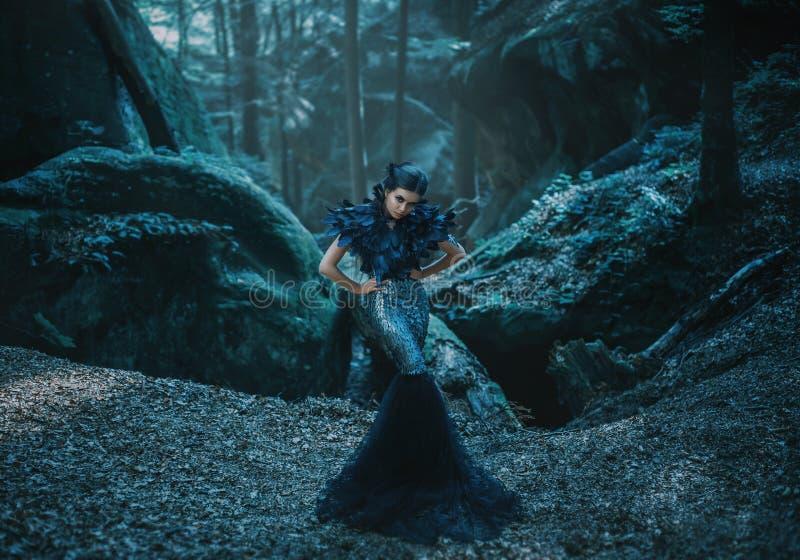 Dziewczyna - czarny kruk obrazy stock