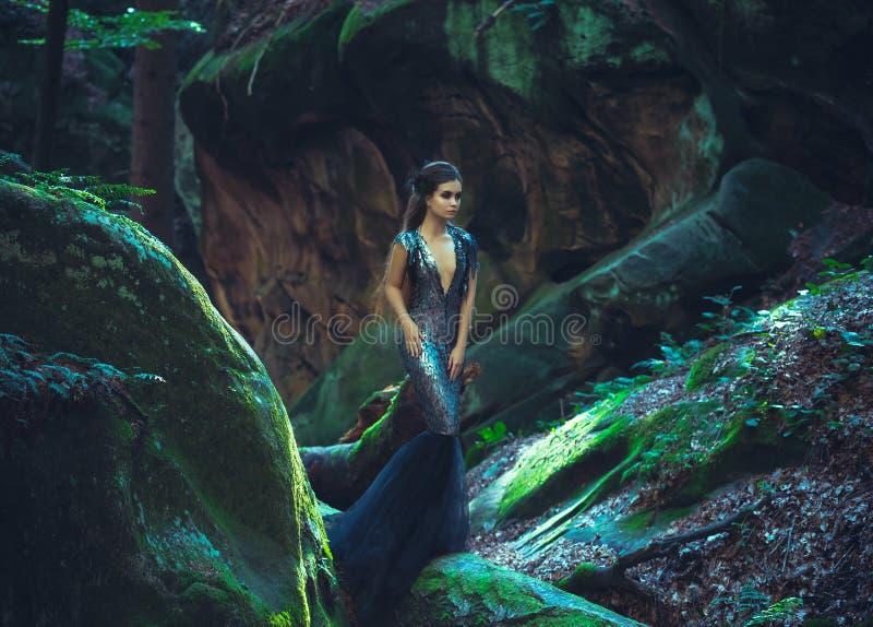 Dziewczyna - czarny kruk zdjęcia royalty free