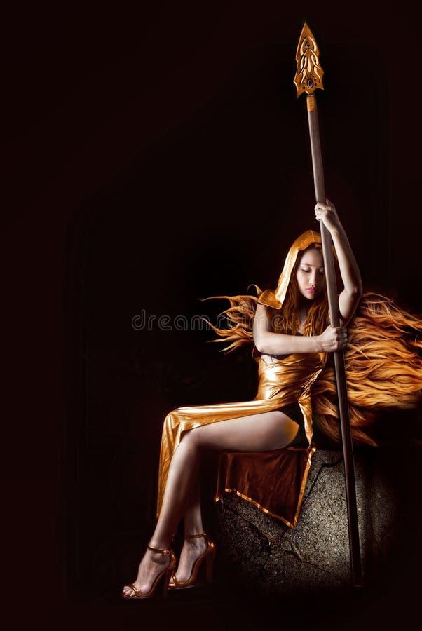 Dziewczyna czarodziejski wojownik, elf, bajka, Czarny tło obraz stock