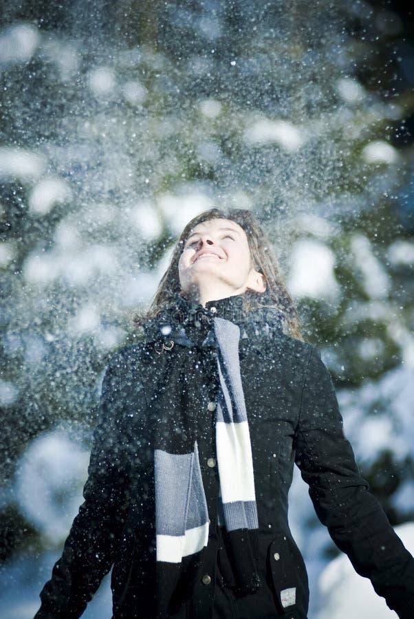 dziewczyna grają śnieg obrazy royalty free