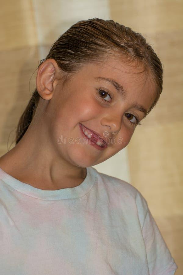 Dziewczyna gubi frontowego zębu headshot zdjęcie stock