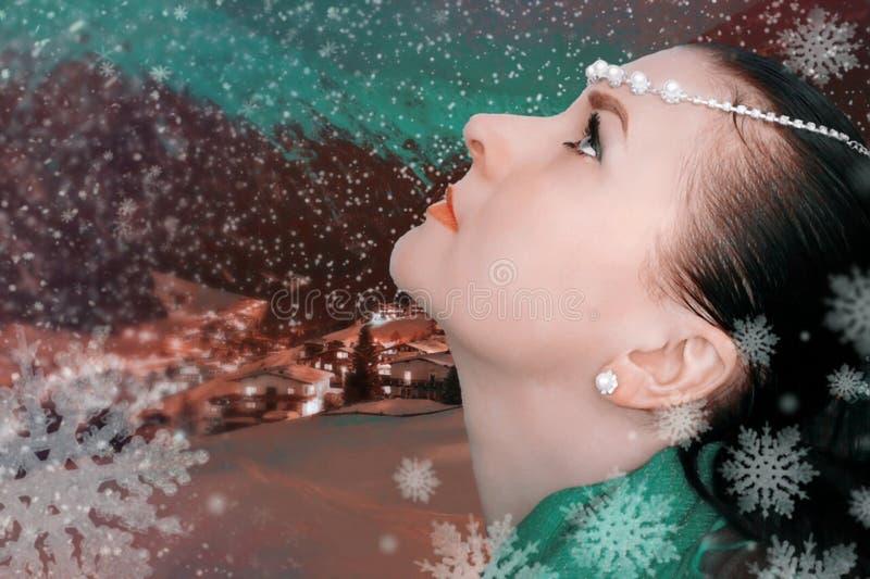 Dziewczyna i śnieg zdjęcia royalty free