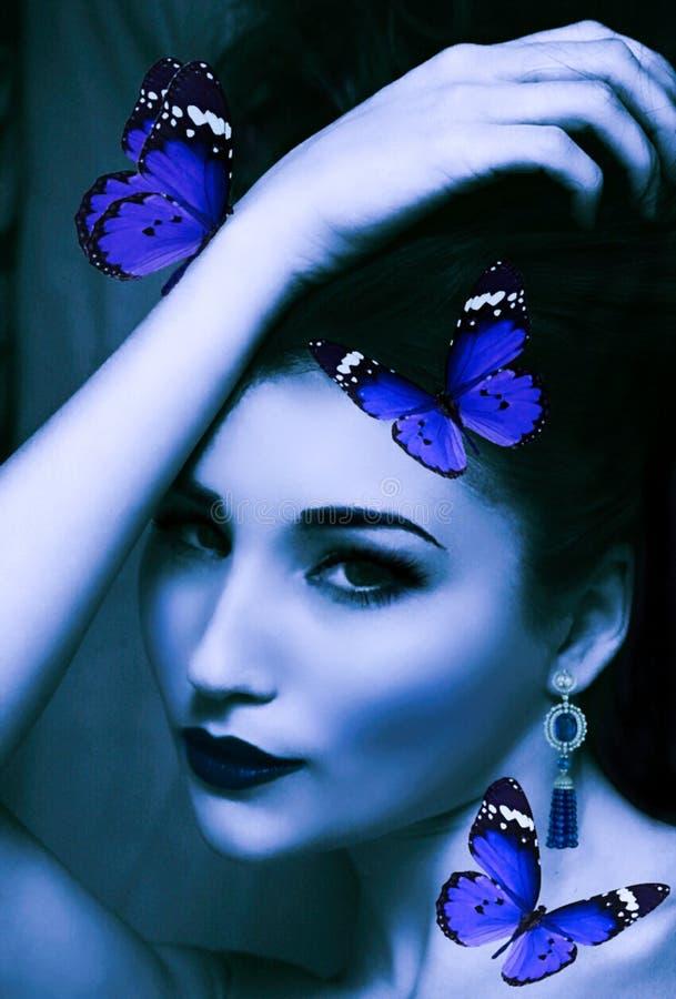 Dziewczyna i motyle obrazy royalty free