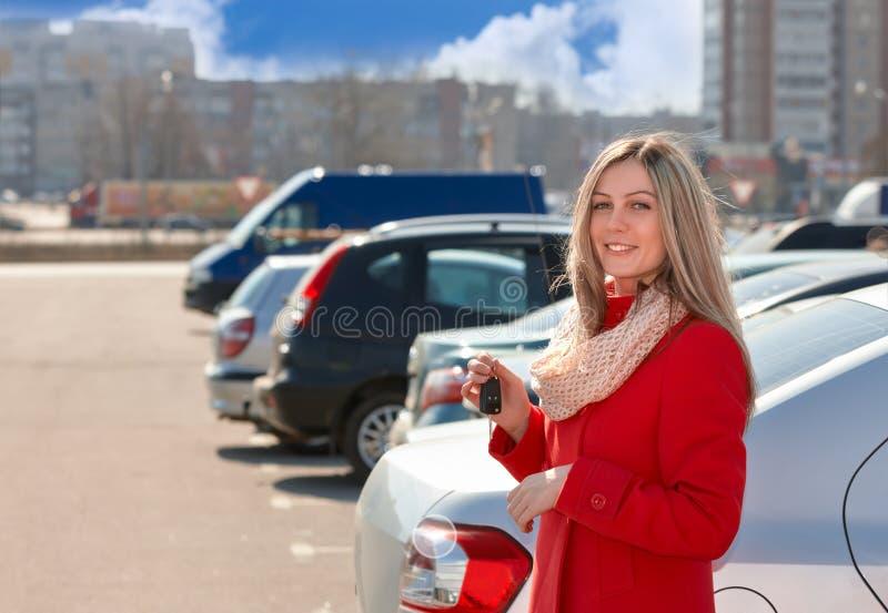 Dziewczyna i samochód fotografia royalty free