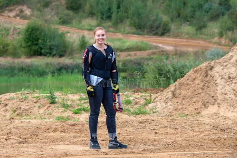Dziewczyna jeździec przed początkiem zdjęcia royalty free