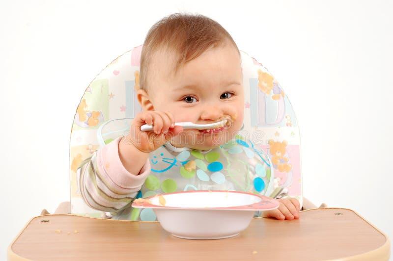 dziewczyna jedzenie dziecka zdjęcie stock