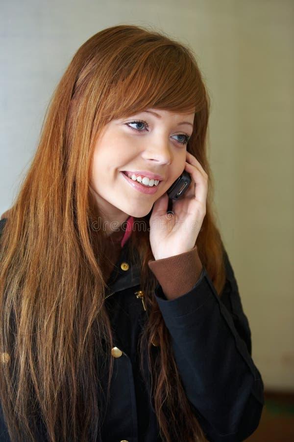 dziewczyna komórka nastolatków. zdjęcia royalty free