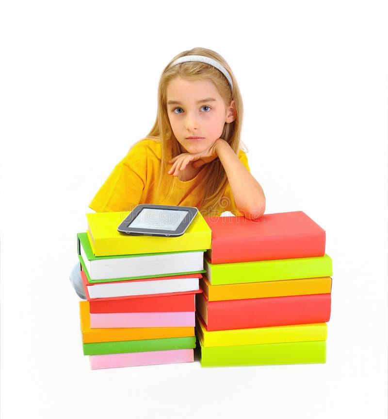 Dziewczyna, książki i ebook odizolowywający na bielu, zdjęcie stock