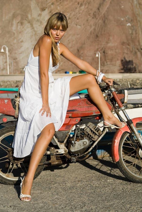 dziewczyna latynosa moto fotografia stock