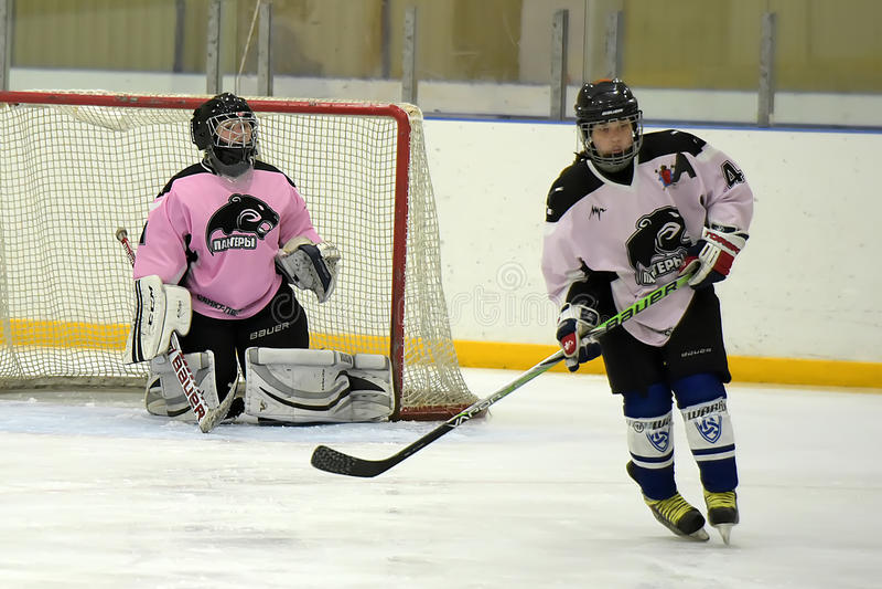 Dziewczyna lodowego hokeja dopasowanie fotografia stock