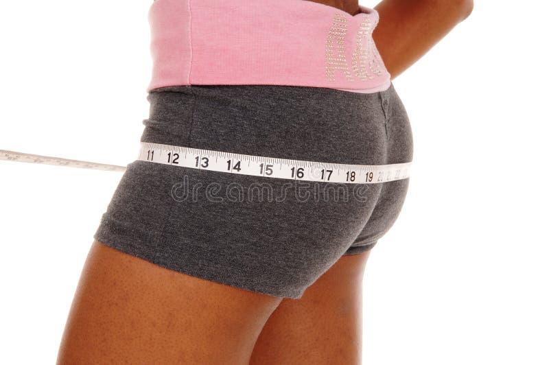 Dziewczyna mierzy jej krupon, część ciała fotografia stock